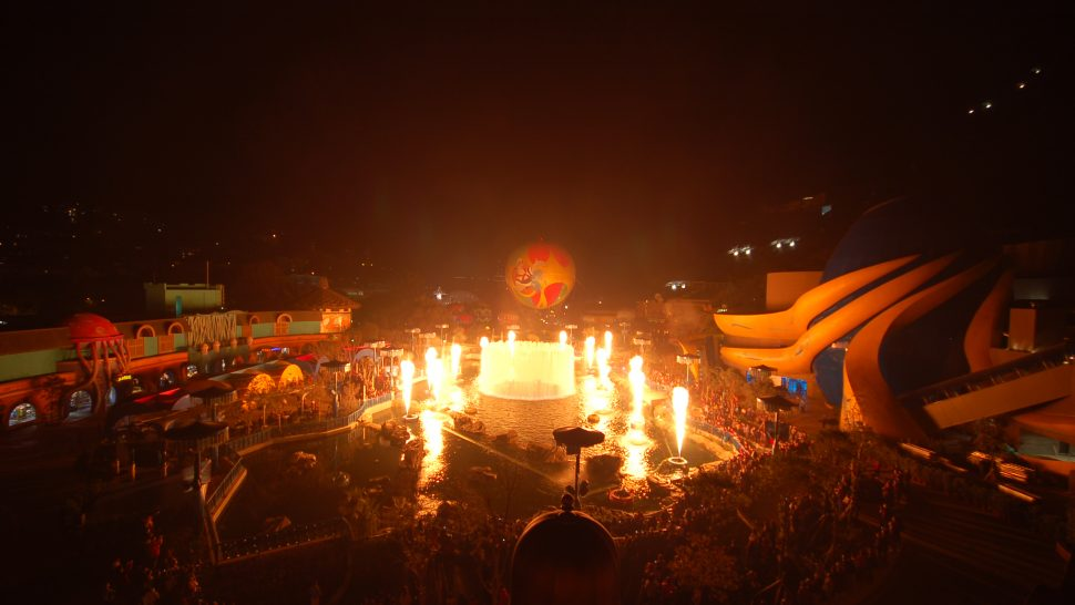 signature theme parks water show spectacular