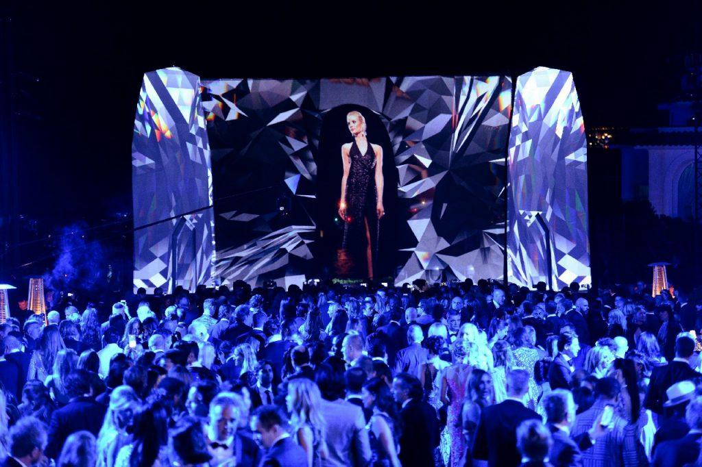 3D hologram fashion show