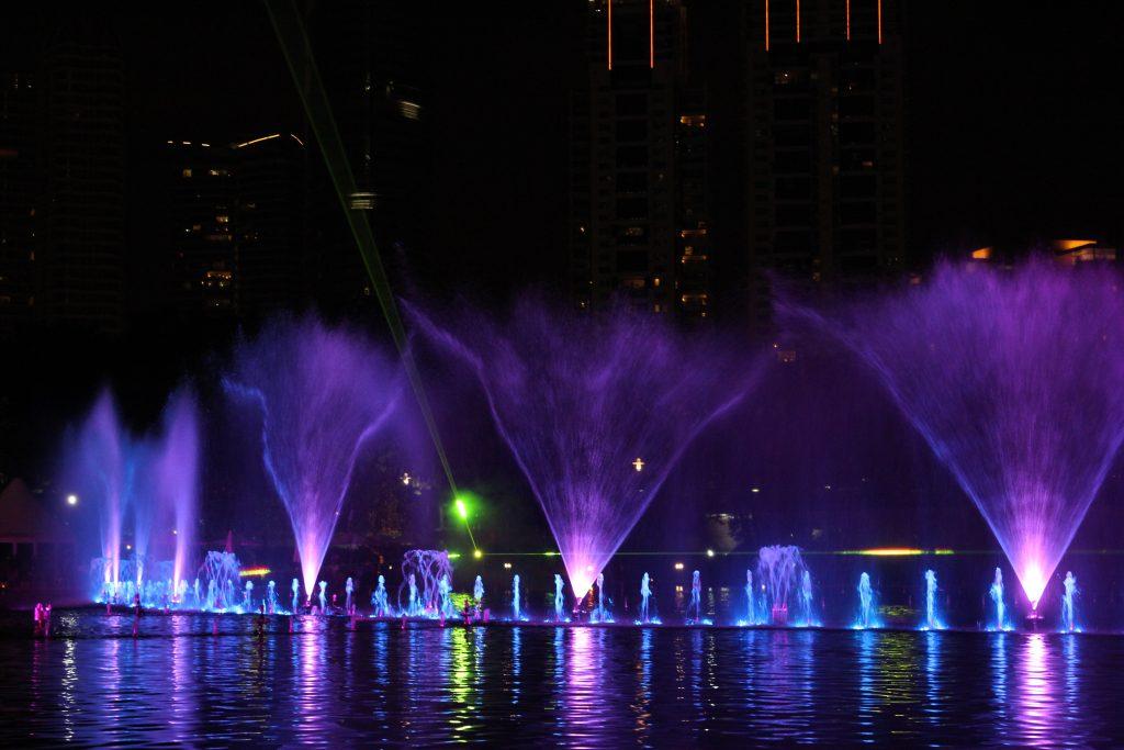 moving fountain water show lci