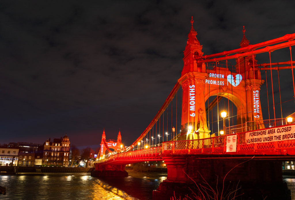 LCI hammersmith bridge projection UK's biggest valentine's day card promotion bridge projection mapping